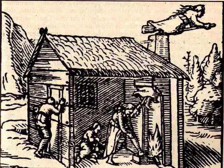"- Stampa francese cinquecentesca da ""Dialogues touchant le pouvoir des sorcières"" di Thomas Erastus, 1570. Le streghe partono dal camino cavalcando la scopa dopo essersi unte. Un uomo, all'esterno, è intento a spiarle. -"