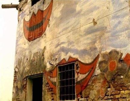 Risultati immagini per la casa dalle finestre che ridono finale