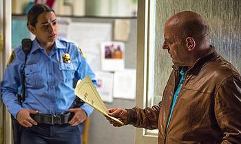 """""""Ho fatto il mio primo arresto!"""" """"Brava, adesso vammi a prendere la cassetta da lustrascarpe."""""""