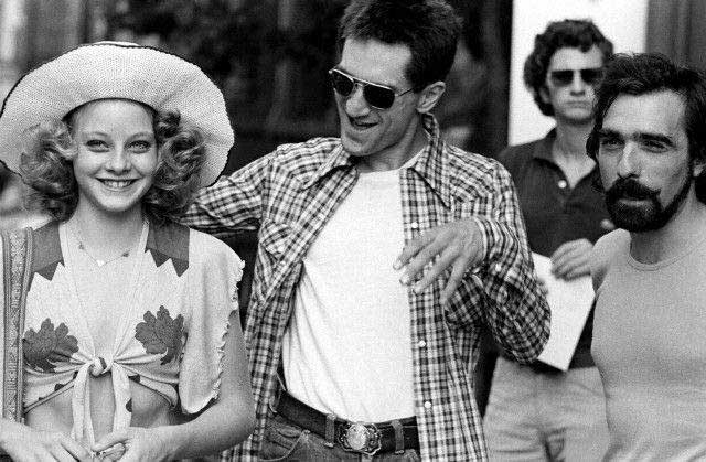 Jodie-Foster-Robert-De-Niro-and-Martin-Scorsese-on-the-set-of-Taxi-Driver