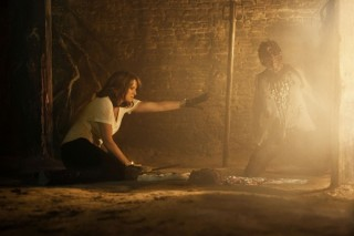ash-vs-evil-dead-110-lucy-lawless-ray-santiago-600x400